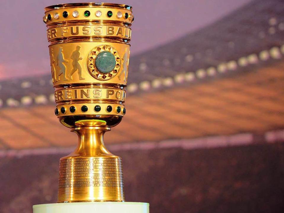Er hat seine eigenen Gesetze, der DFB-Pokal …  | Foto: Sören Stache / dpa Bildfunk