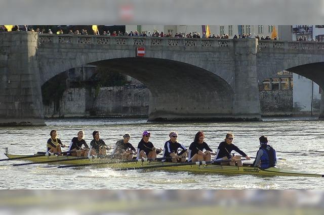 Ruderspektakel auf dem Rhein