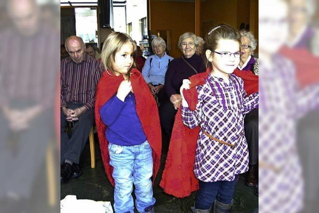 Kinder singen mit Senioren