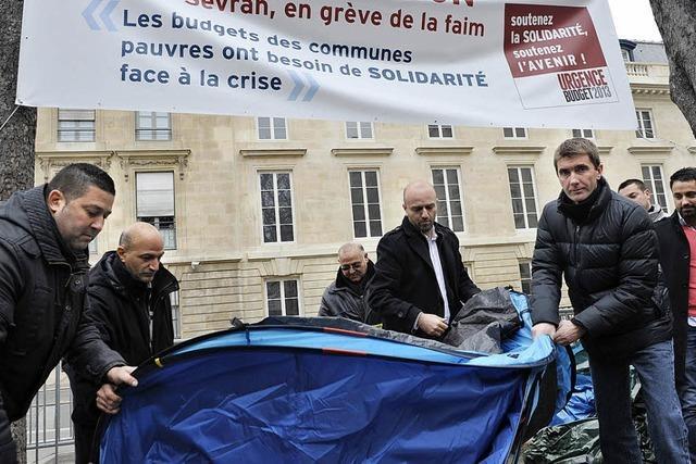 Hungernder Camper triumphiert über Frankreichs satte Politiker
