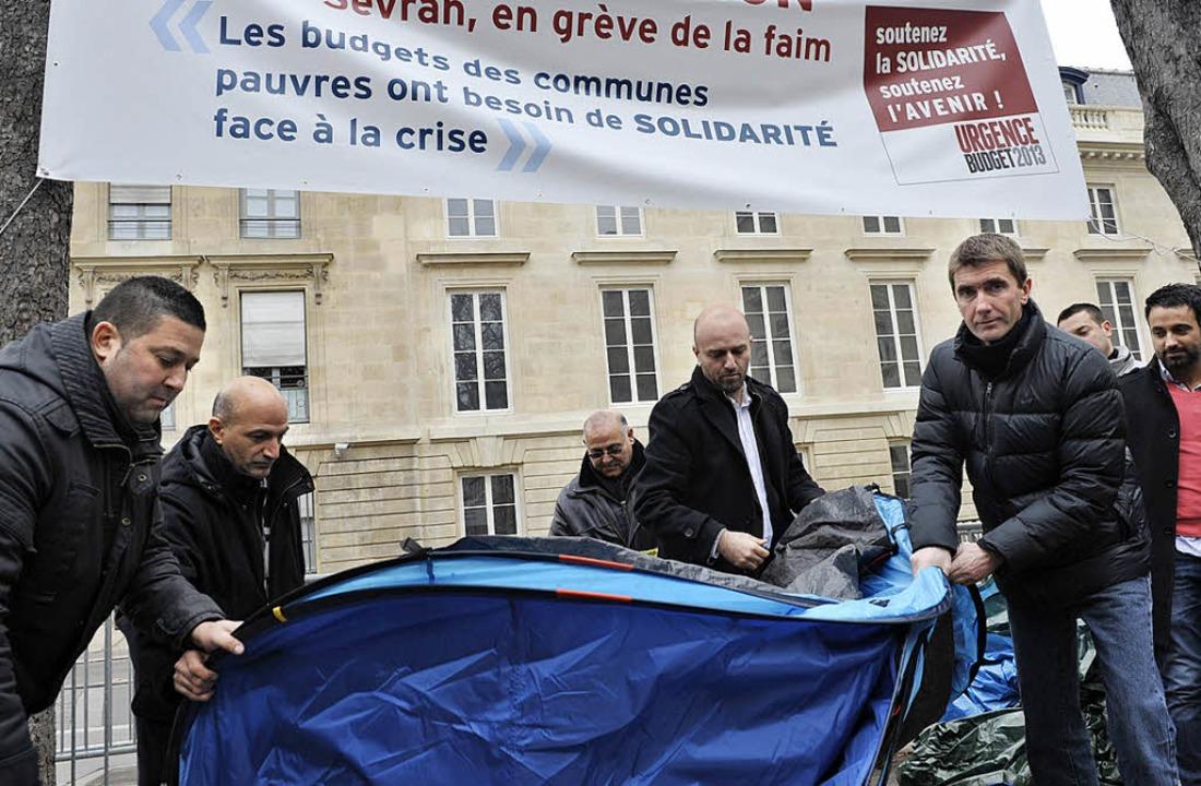 Mission erfüllt – Stéphane Gatignon packt sein Zelt wieder ein.  | Foto: AFP