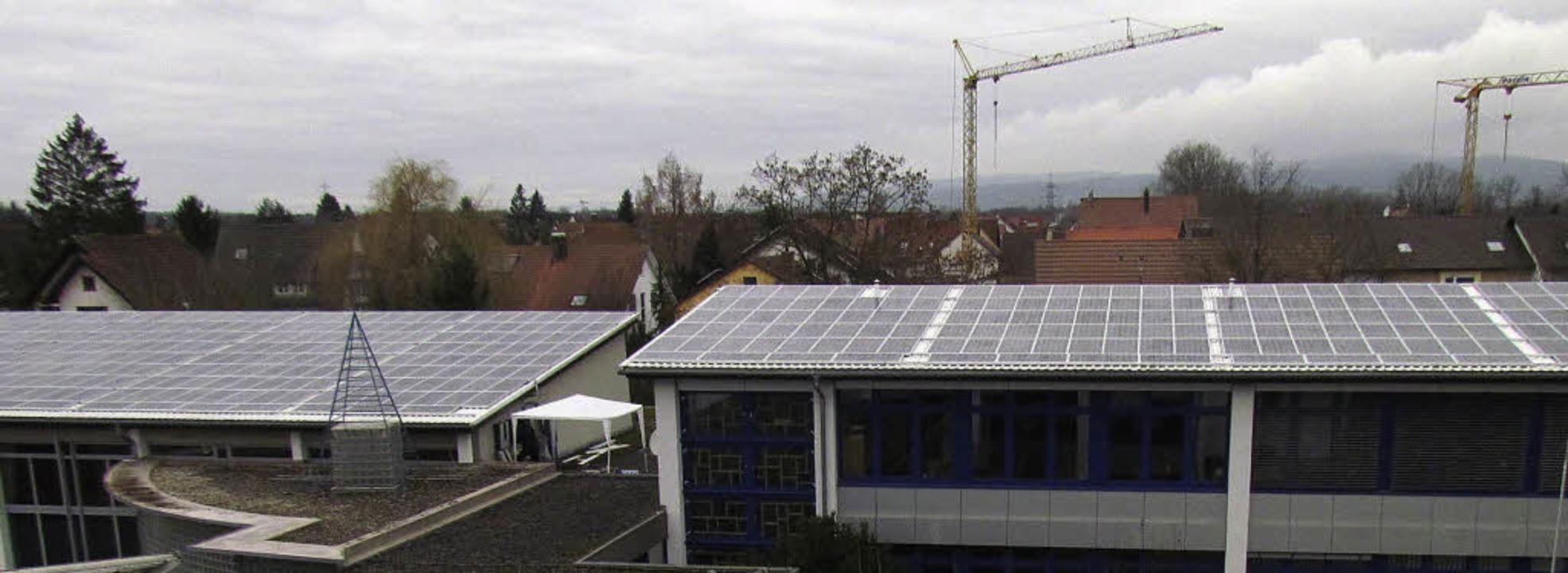 Die Photovoltaikanlage auf den Dächern...ie Bürgerenergiegenossenschaft March.   | Foto: privat