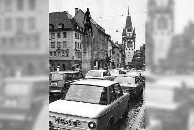 Dutzende Autos am Bertoldsbrunnen