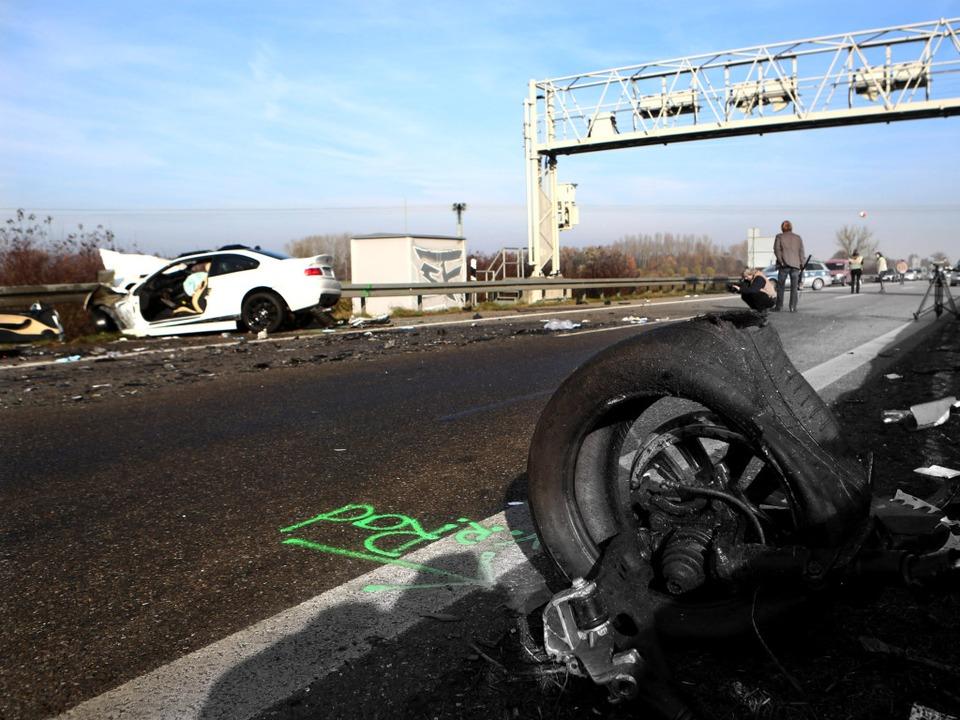 Bei einem schweren Verkehrsunfall auf ...ind sechs Menschen ums Leben gekommen.  | Foto: dapd