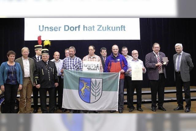 Das Golddorf Wieden zeigt Flagge