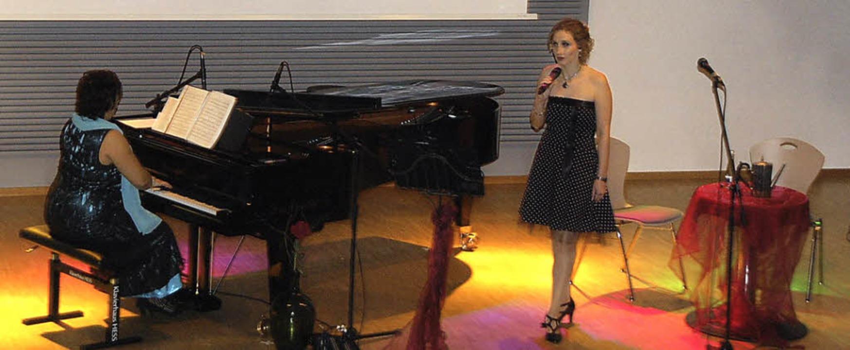 Maria Grigorenko am Piano und Sopranis...al mit ihrem Programm zum Thema Liebe.  | Foto: Schimanski