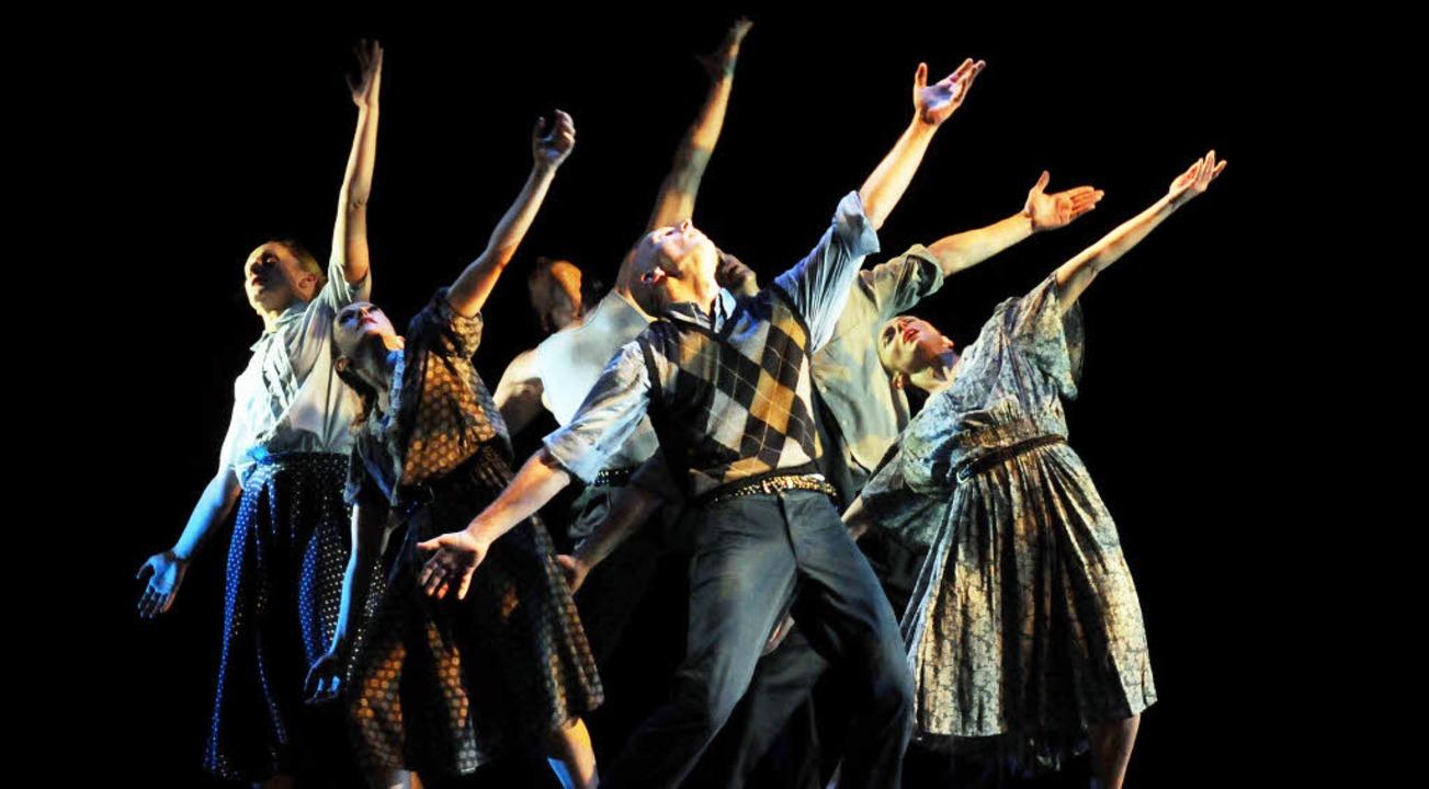 Voller Einsatz – und vom Publiku...lohnt: das Ensemble von Pascal Rioult   | Foto: Wolfgang Künstle