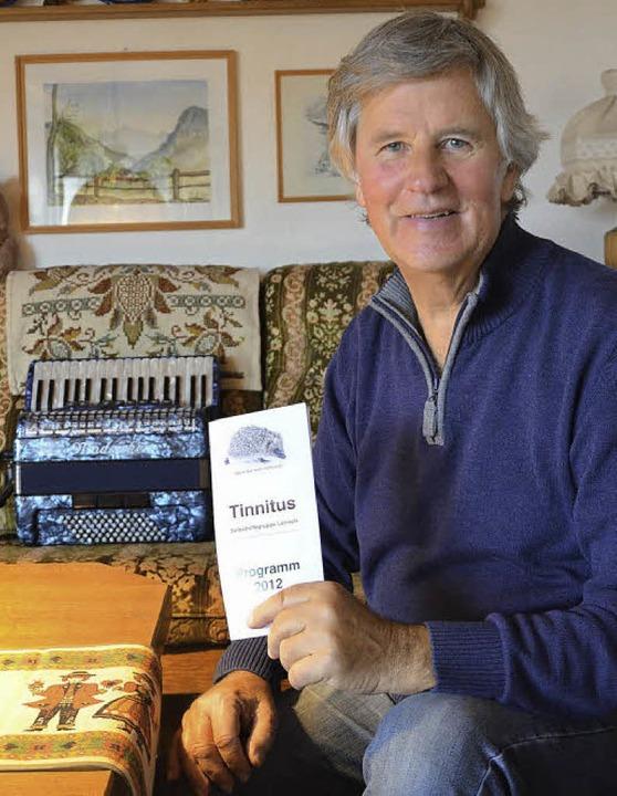 Karl Heinz Schütt hört viel Musik und ...e Instrumente, um sich zu zerstreuen.   | Foto: Martina Proprenter