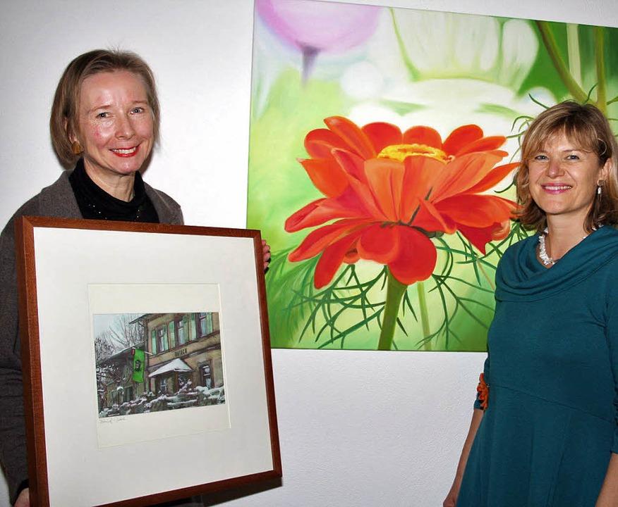 Elisabeth Naumann und Susanne Banholze...lagge) und  Blumenbilder (Banholzer).   | Foto: Karin Heiss