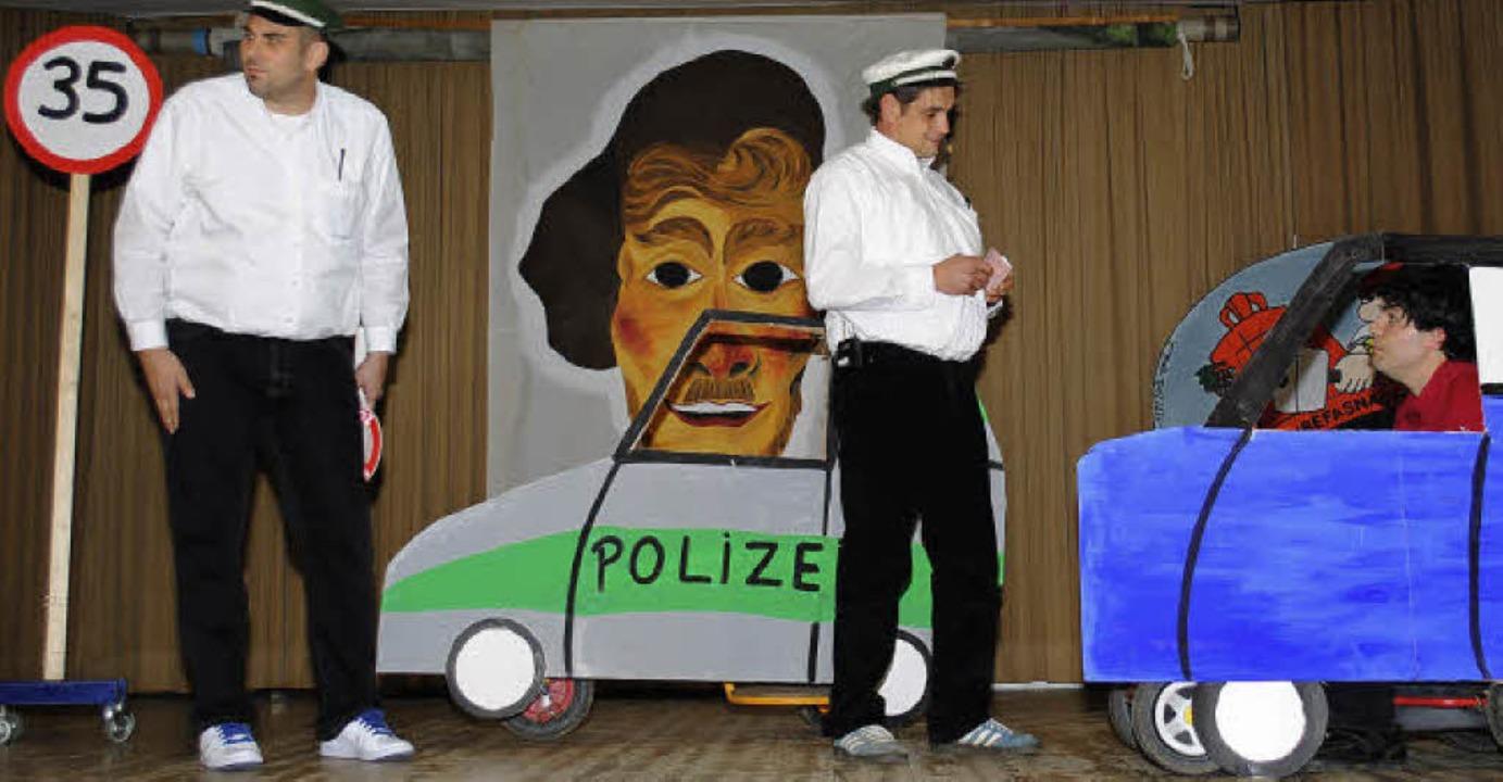 Zahlreiche Sketche boten die Mitgliede...gge zur Fasnachtseröffnung am Samstag.  | Foto: Norbert Sedlak