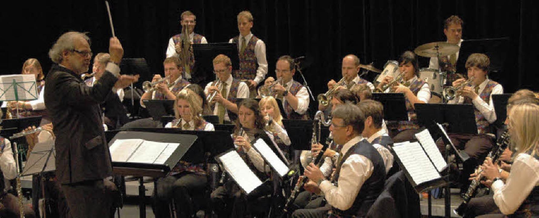 Dieter Steininger hatte seine Musiker ...on den Zuhörern im Hüninger Triangle.   | Foto: Ounas-Kräusel