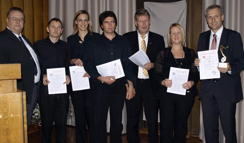 Akkordeonorchester ehrt: Dietmar Fink ...Westphal, Ines Kary und Bernhard Rohn   | Foto: Nadine Schäuble