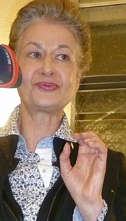Zum Tabuthema Tod rezitierte die Schauspielerin Ursula Cantieni Lyrik.  | Foto: Claudia Gempp