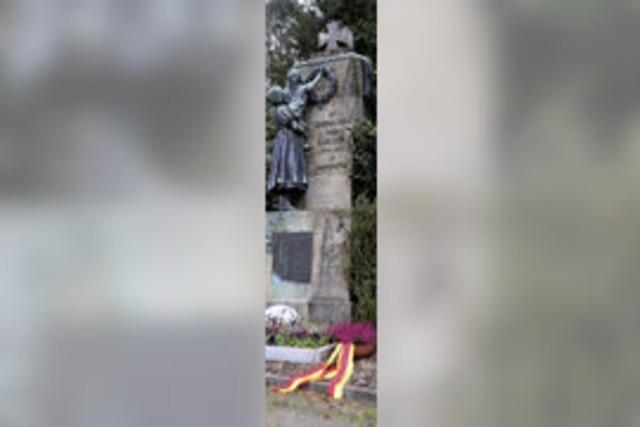 NPD marschiert vor Denkmal in Rhina auf