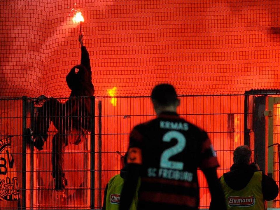 Rund um Heimspiel des SC Freiburg habe...en Borussia Dortmund im Dezember 2011.  | Foto: dpa