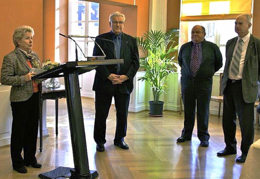Die CFA-Vorsitzende Hildegard Neulen-H...deräte Schenk und Donius (von links).   | Foto: Fotos: Verein