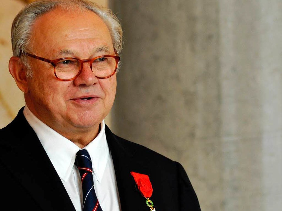 Hubert Burda mit dem Orden der   Ehrenlegion am Revers  | Foto: Melodie-Fenez /Französische Botschaft Berlin