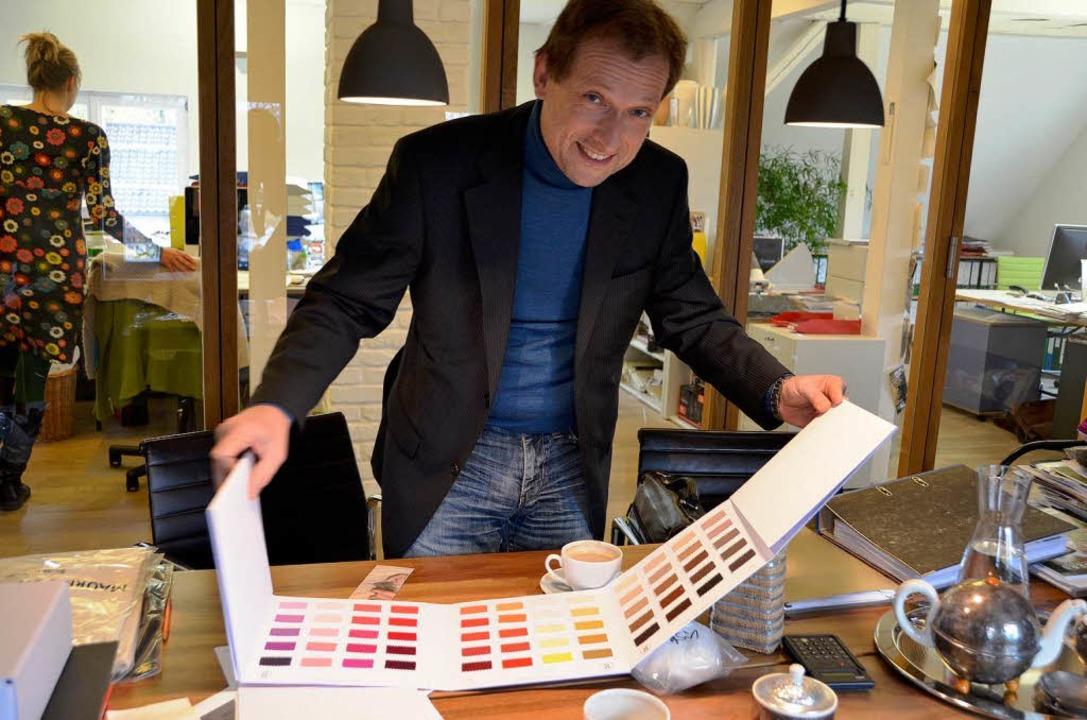 Kaschmir-Rohstoffhändler Michael dal Grande in seinem Büro in Lörrach  | Foto: Nadine Zeller