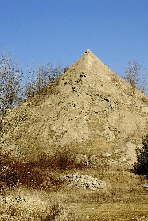 Salzauswaschungen aus dem Hügel  des M...gingen verunreinigen das Grundwasser.   | Foto: Sigrid umiger