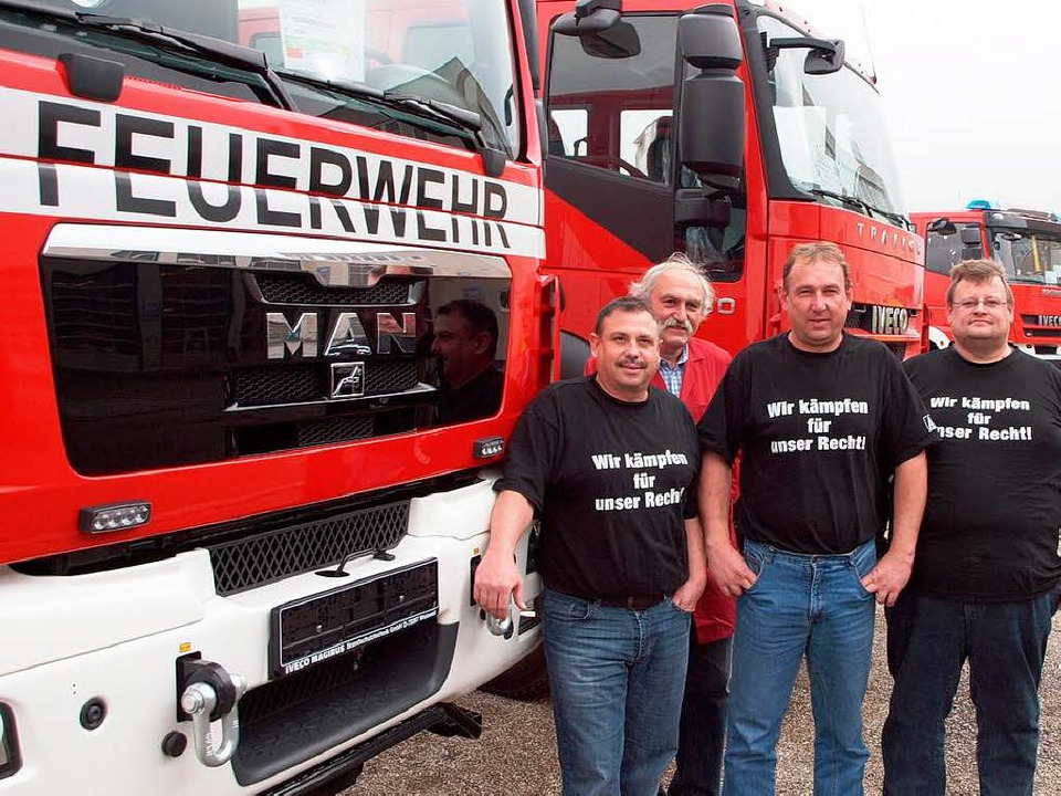 Die Fertigung von Feuerwehrfahrzeugen ...Michael Hoffert und Eberhard Mühlhaus.  | Foto: Michael Haberer