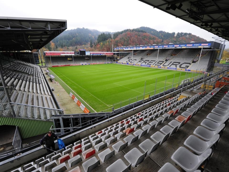 Noch ist das Stadion im Freiburger Ost... den Fans). Doch das wird sich ändern.  | Foto: Ingo Schneider