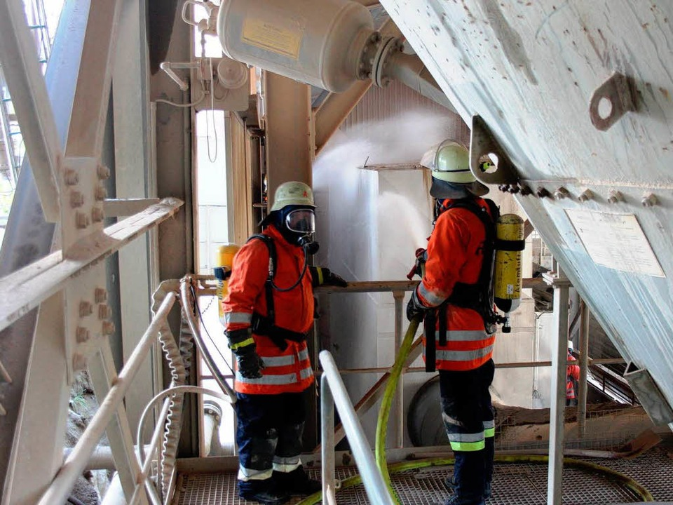 Feuerwehrleute aus Bötzingen, Gottenheim und Umkirch waren im Einsatz.  | Foto: Horst David