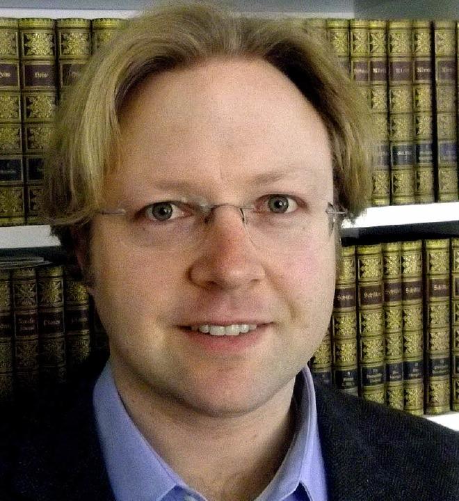 Der Historiker Sebastian S. Kurtenacke... die Geschichte von Grenzachs Wappen.   | Foto: Privat