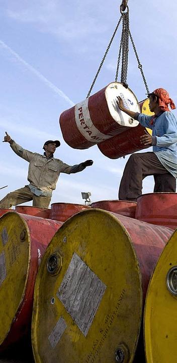 Arbeiter im wirtschaftlich boomenden I...ich das Problem künftig verschärfen.    | Foto: dpa