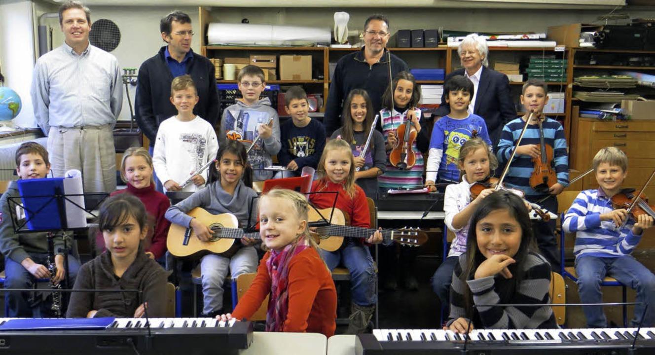 Mit Eifer dabei: Musiklehrer Christian...ng, dass deren Geld gut angelegt ist.     Foto: Privat
