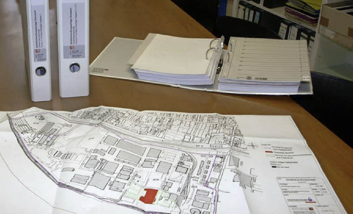 Ein Plan und drei dicke Aktenordner: Der Antrag der Firma Zimmermann.   | Foto: Albert Greiner