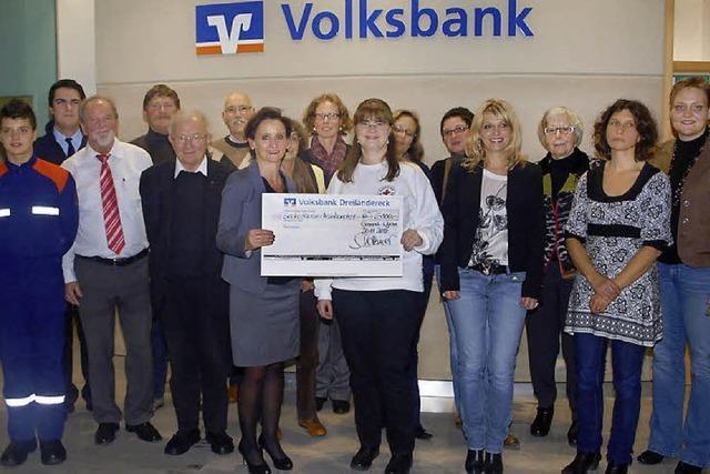 Vereine freuen sich über Volksbank-Spende
