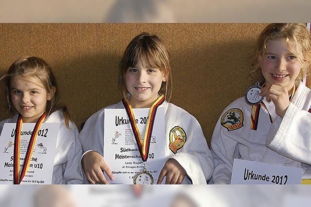 Judomädchen, die kaum zu schlagen sind