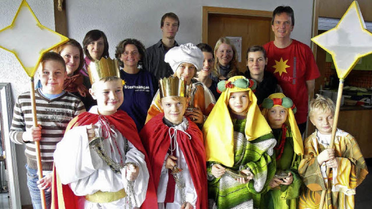Steht den Kindern recht gut die Kostüm...n einmal die Gewänder anprobieren.        Foto: hansjörg bader