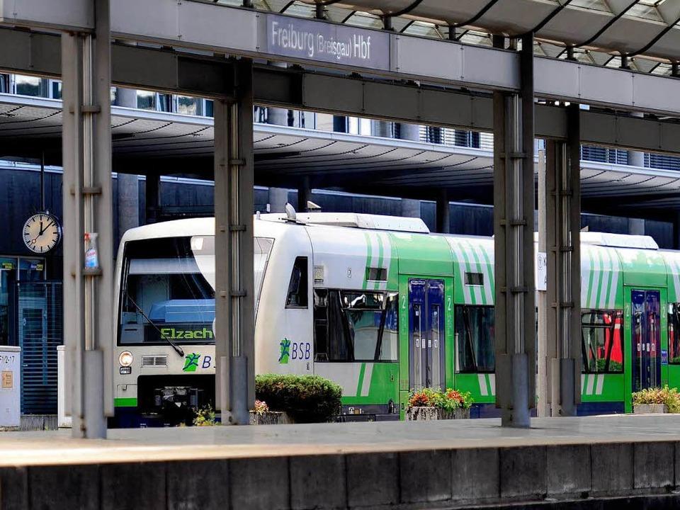 Der Hauptbahnhof ist der Knotenpunkt f... die Reise geht, ist derzeit ungewiss.  | Foto: Ingo Schneider