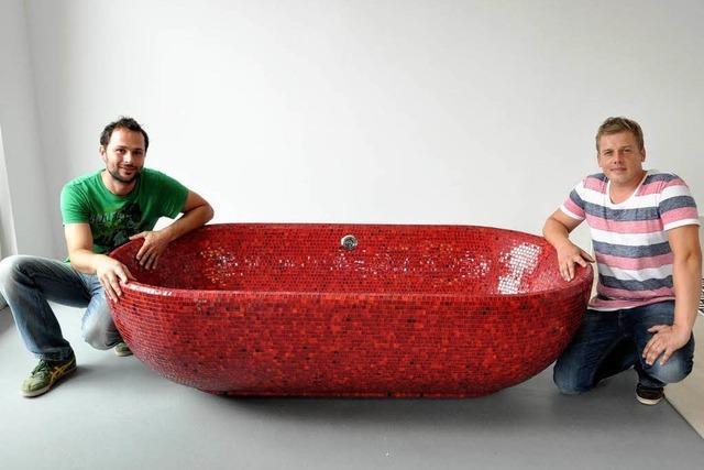 Wie ausgefallene Mosaik-Badewannen in Niederrimsingen entstehen