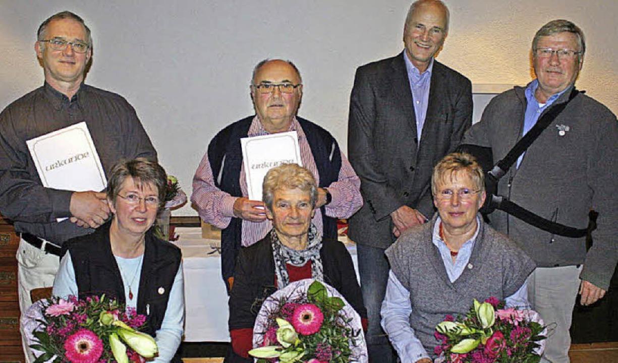 Geehrt wurden (von links)  Sieglinde u...degard und Hilmar Oberlinger 25 Jahre.  | Foto: Privat
