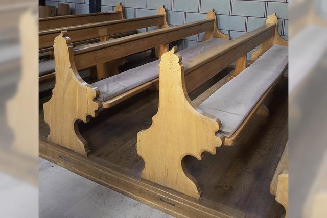 Kirchenbänke in die Kapelle