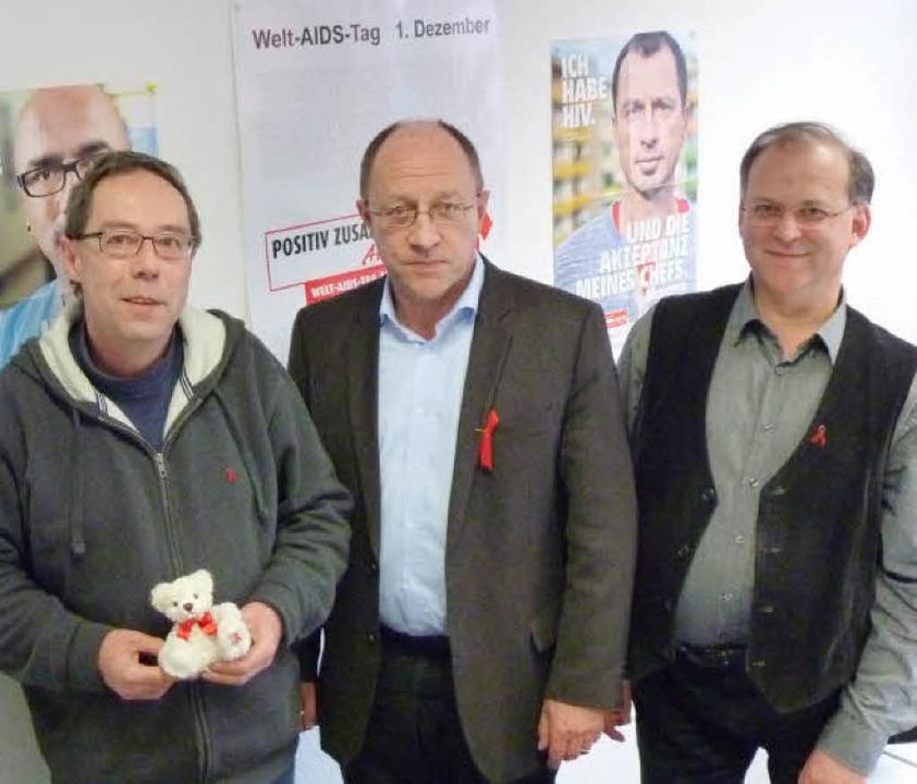 Aids muss weiterhin ernst genommen wer...Ullrich Böttinger  und  Gerhard Lipps   | Foto: cornelia weizenecker