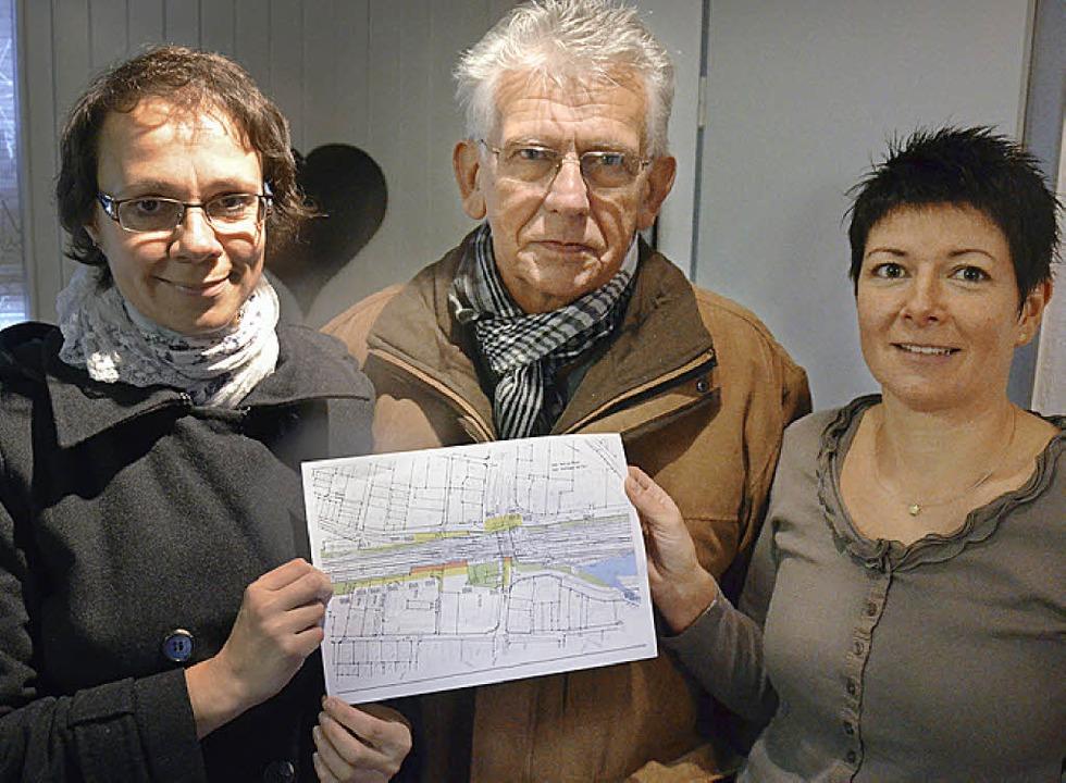 Anja und Detlef Bartsch sind ebenso wi...äne der Bahn im Bereich des Märktwegs.  | Foto: Ulrich Senf