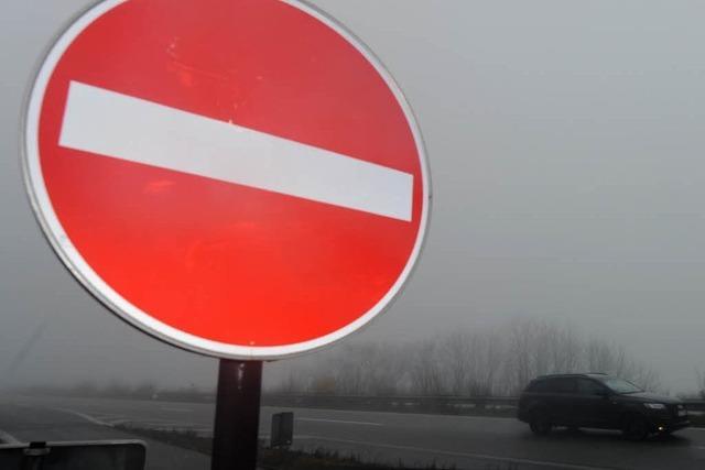 Bauarbeiter stoppen Falschfahrerin auf der A5