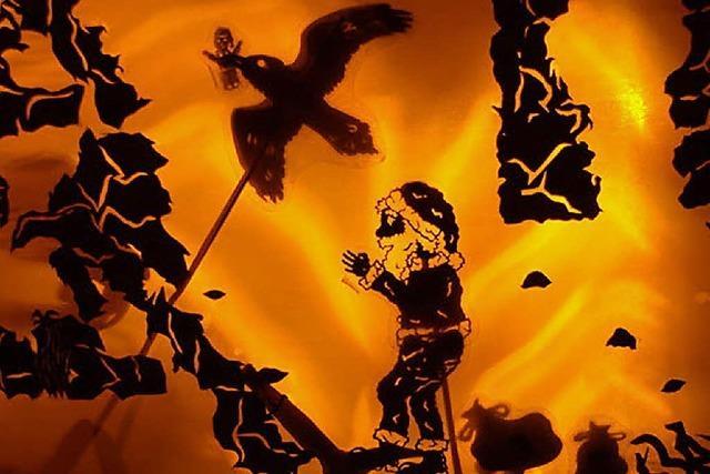 """Schattentheater: """"Als der Nikolaus vom Himmel fiel"""""""