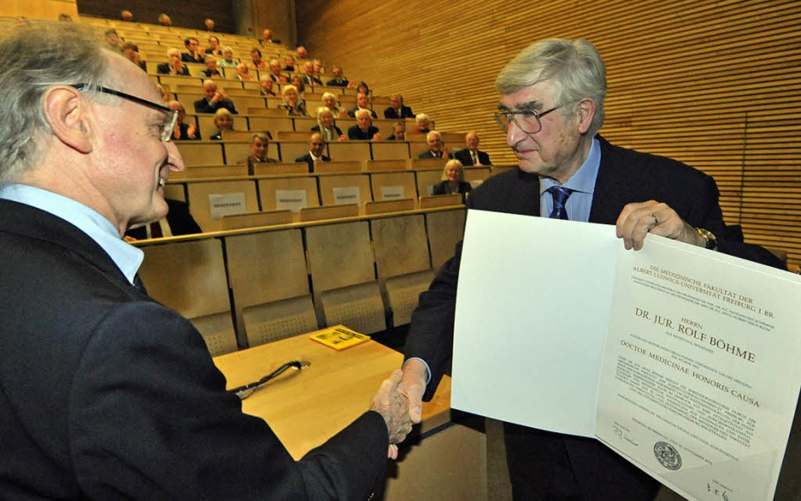 Danke: Böhme dankt Dekan  Blum für die Doktorwürde.   | Foto: m. Bamberger