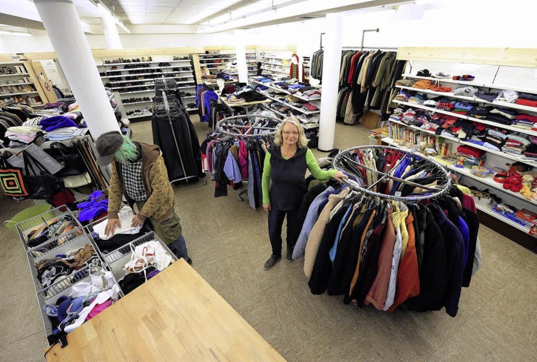 Mehr Platz und Secondhandladen-Atmosph...r Kleiderladen  in den neuen Räumen.    | Foto: ingo schneider