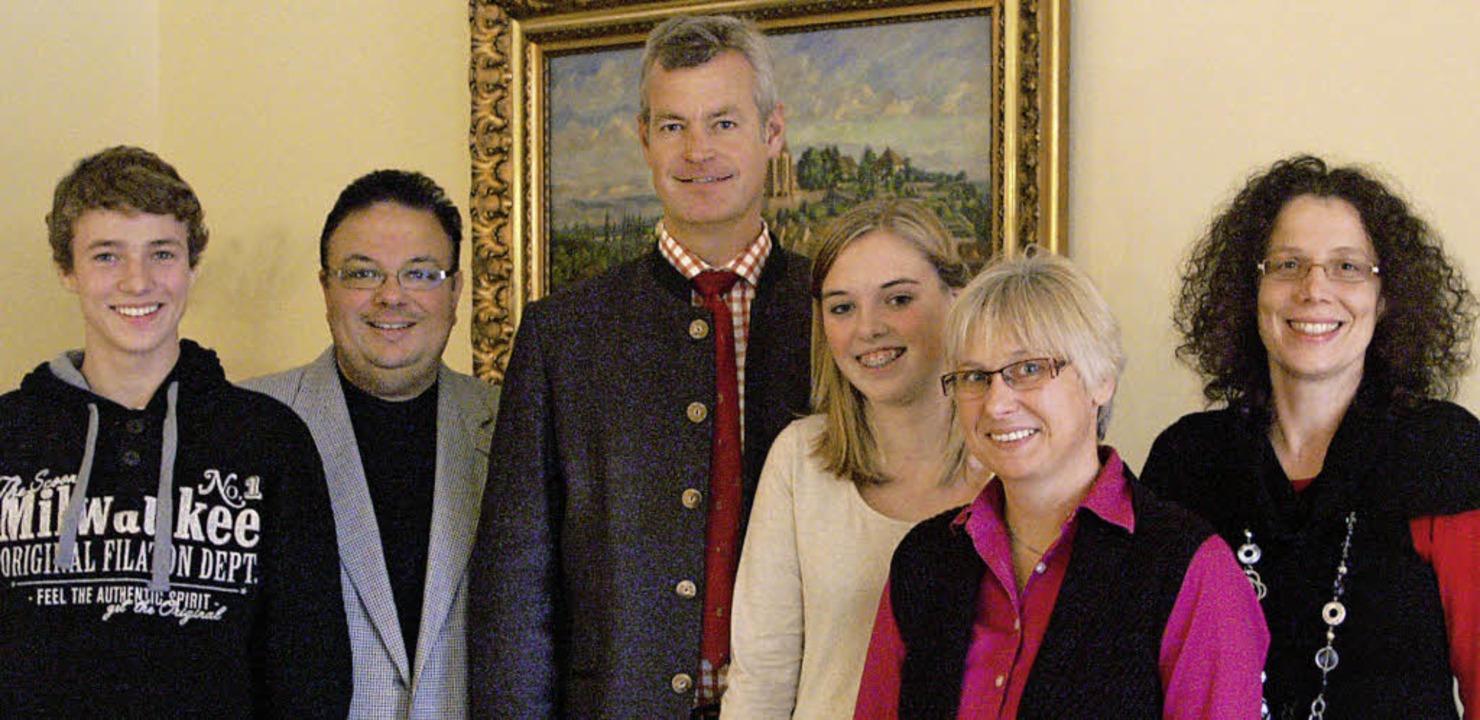 Bürgermeister Oliver Rein (Dritter von...Austausch mit Oswiecim zu informieren.  | Foto: privat