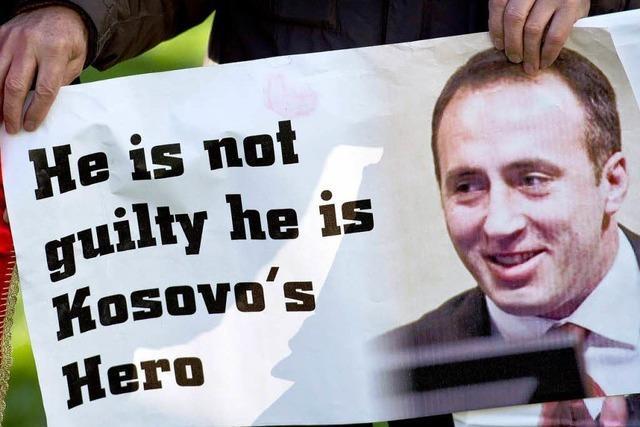 Kosovo-Albaner feiern Ex-Premier Haradinaj