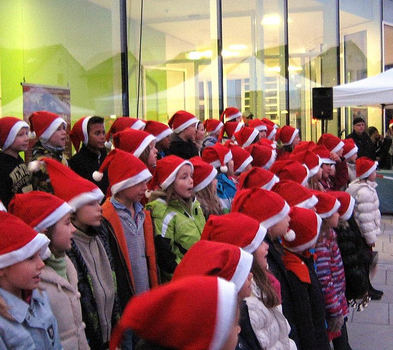 Unter roten Zipfelmützen: Der Grundsch... Freien Advents- und Weihnachtslieder.  | Foto: Anne-Kristin Freyer