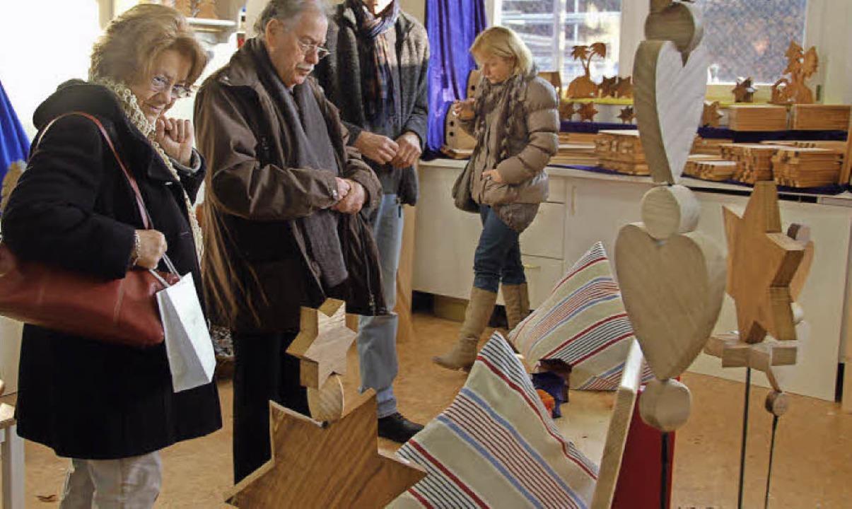 Zur Fundgrube vor Weihnachten wurde ei...mehr der Weihnachtsmarkt im Schutzhof.  | Foto: Pia Grättinger