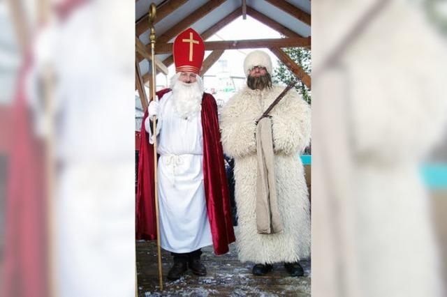 ADVENTSKALENDER: Kinder freuen sich auf Nikolaus