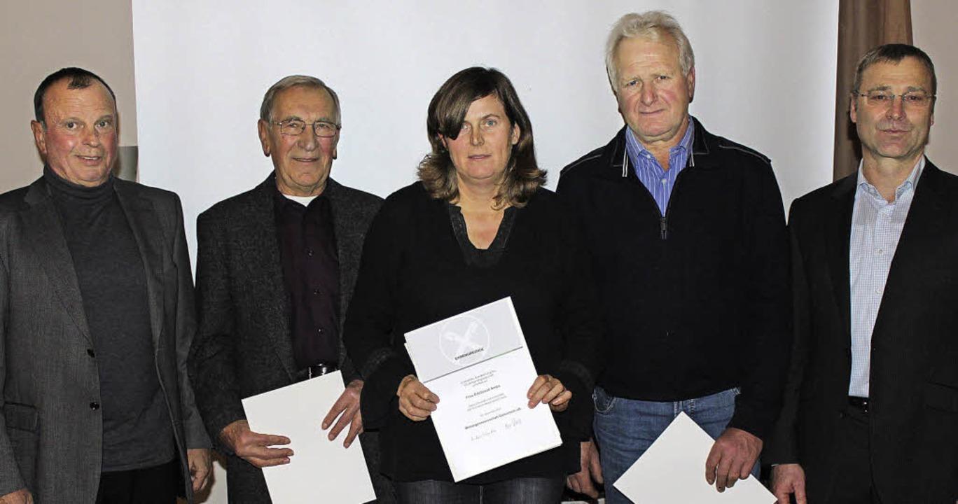 Als langjährige Mitglieder der Winzerg...aud Ambs (25) und  Fritz Hagios (40).   | Foto: mario schöneberg