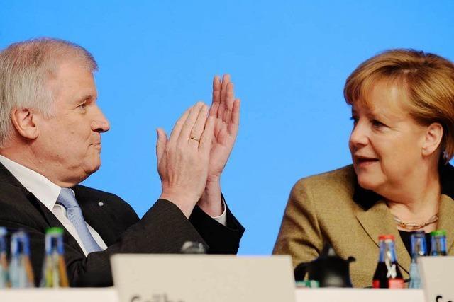Seehofer huldigt Merkel